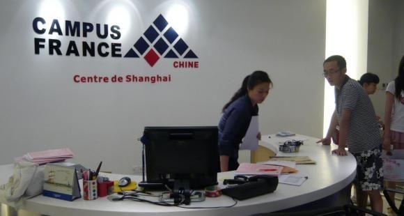 Étudiants étrangers : le titre de séjour pluriannuel (enfin) généralisé