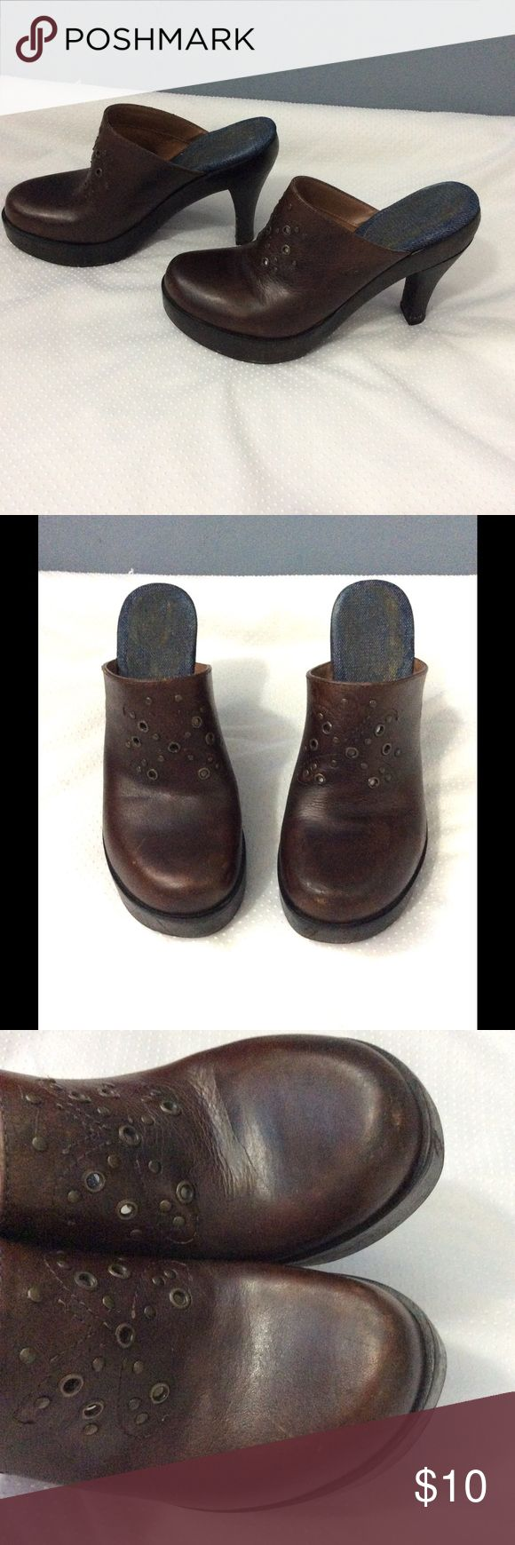 Tommy Hilfiger leather Clogs Good Preowned condition. Some wear all over and mostly on soles and heels. Super comfy Tommy Hilfiger Shoes Mules & Clogs