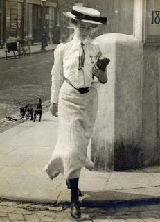 21 July 1905: ya leian sus mensajes cruzando la calle