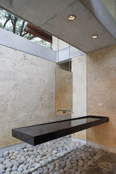 Deze bijzondere en mysterieuze wastafel is ontworpen door architect Oziel Contreras. waskom   washtub   washstand   design   badkamer   bathroom   interieur   interior   interieurdesign   interiordesign   wonen   living