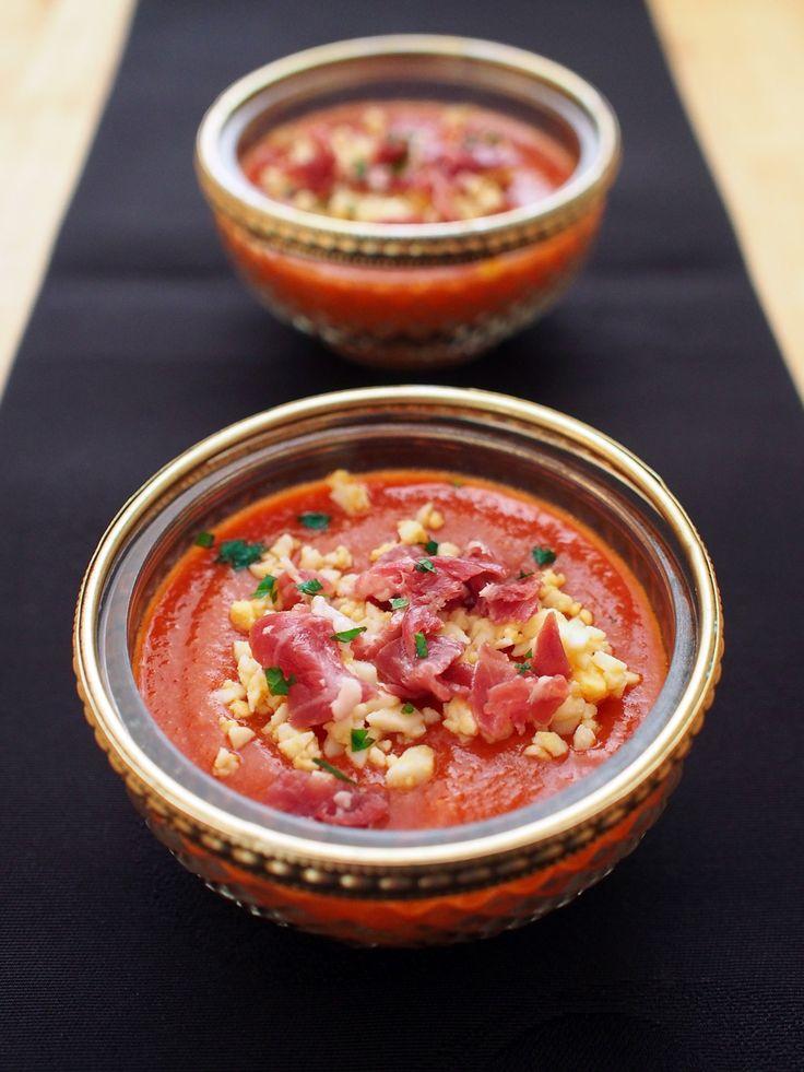 サルモレホ(もう1つのガスパチョ) by 加瀬 まなみ / スペイン南部でガスパチョに並ぶ人気の冷たいスープ(Salmorejo)。日本ではあまり知られてませんが、スペインでは定番の家庭料理です。材料はシンプルにトマト、パン、オリーブオイルだけ。ガスパチョよりとろみがあり、トマトの旨みを濃厚に感じられます。 / Nadia