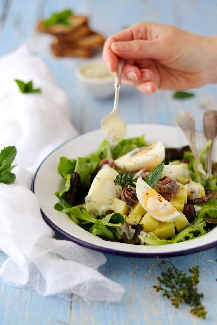 """Ben ritrovati! Eccoci all'appuntamento con """"Il Club de 27"""", Questo mese la sfida dell'Mtchallenge è sui Rolls quindi il tema del mese scelto per il Club del 27 è il """"Caesar Salad"""". A disposizione diverse ricette di insalate tutte molto interessanti. Ho scelto la """"SaladeBernhardt"""", un' insalata molto gustosa! Ho solo fatto una piccola variazione…"""
