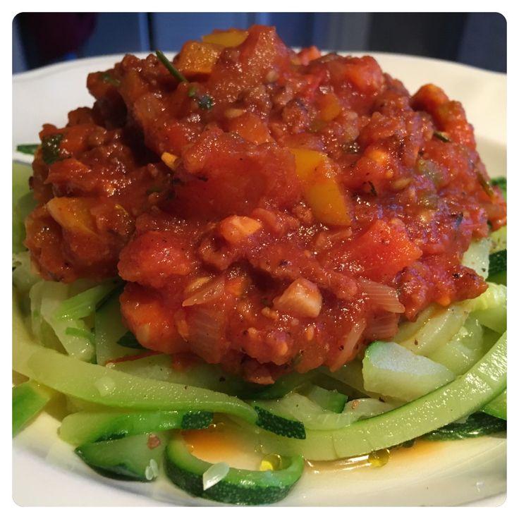 Vega-regout met courgette-spaghetti  Bereidingswijze volgt