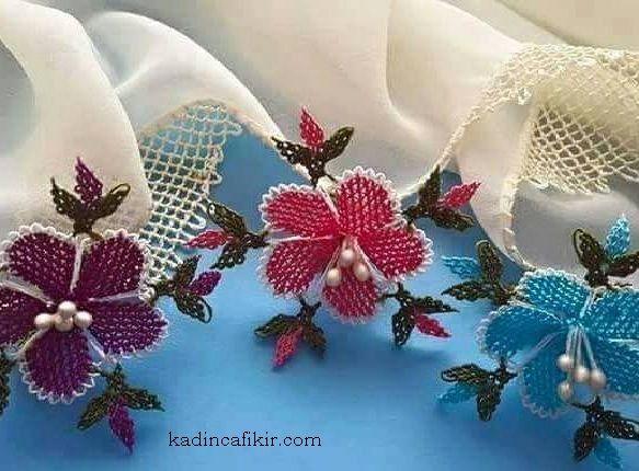 Yeni sezon rengarenk büyük incili çiçekli inci iğne oyası kenarı ile krem mevlüt örtüsü modeli | Kadınca Fikir