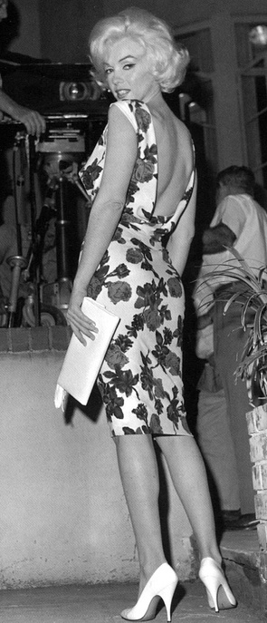 Marilyn Monroe photographed on the set of Something's Got to Give, 1962. vintage fashion sheath wiggle dress floral cocktail sexy whit shoes purse wow!
