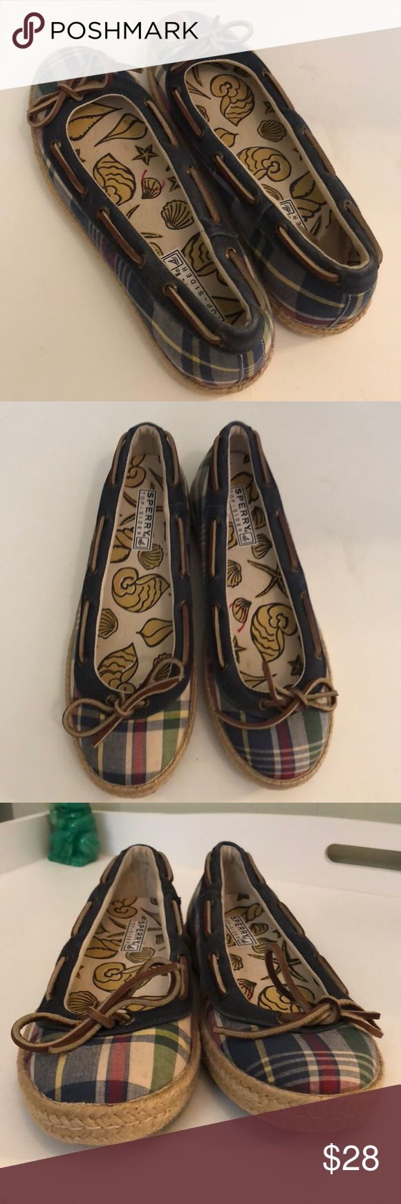 "SPERRY TOP-SIDER SLIP ON LOAFERS - Guc Sz 8 Super cute size 8 Sperry Topsider slip on's They are in good pre-loved condition and are ready to ship.  Super cute but may need a little cleaning as they have been sitting.  As you see there isn't a ton of wear , but they are not mInt. Leather bow on the top &  seashell inner lining. They are the typical Sperry plaid colors. All sales are final so please ask questions, if needed.   These are ""estate fresh"".  Thank you. Sperry Top-Sider Shoes Flats…"