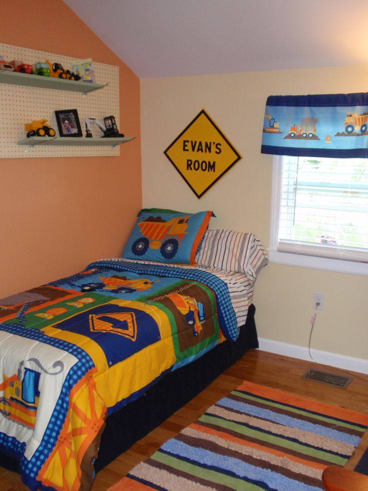 Construction truck themed toddler boy 39 s room theme is for Construction themed bedroom ideas