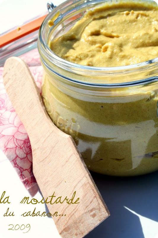 Cela fait des années que je prépare ma Moutarde. J'en prépare à toutes les sauces , des fortes , des vinaigrées , des colorées et des sucrées ... Aux herbes fraiches , au Moût de Raisin , à la violette ou au Miel et aujourd'hui à l'huile d'olives du Cabanon ..