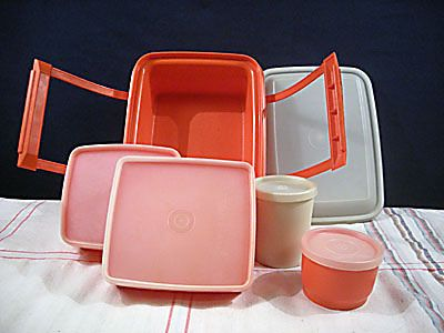 My little sister took her lunch to school in this Tupperware set.
