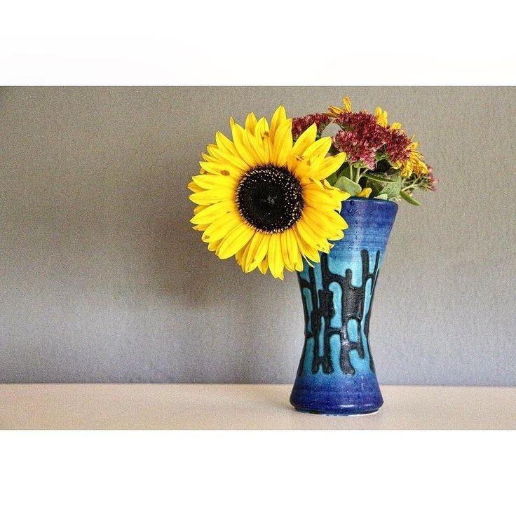 #SchenkDirBlumen! heißt es an Tag 4 der #mompositivity #instachallenge von @familieberlin und @lotte.und.lieke.  Diese da  hab ich vor ein paar Tagen als Dankeschön geschenkt bekommen.  Sonst nehme ich aber auch gern welche mit. Weniger als Geschenk an mich eher für ein schöneres Raumklima. Ich mag es wenn Blumen rumstehen und dabei hübsch aussehen.    Kauft Ihr auch Blumen für Euch für die Wohnung oder lasst Ihr Euch nur welche schenken?  Bin ich komisch damit mir selbst Blumen mitzunehmen?…