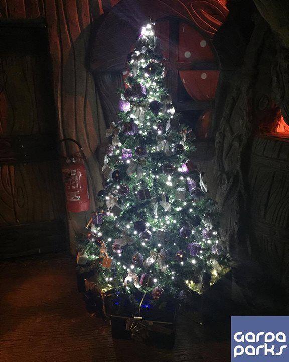 Dove si trova questo albero di Natale? #Gardaland #Magic #Winter #GardaParks