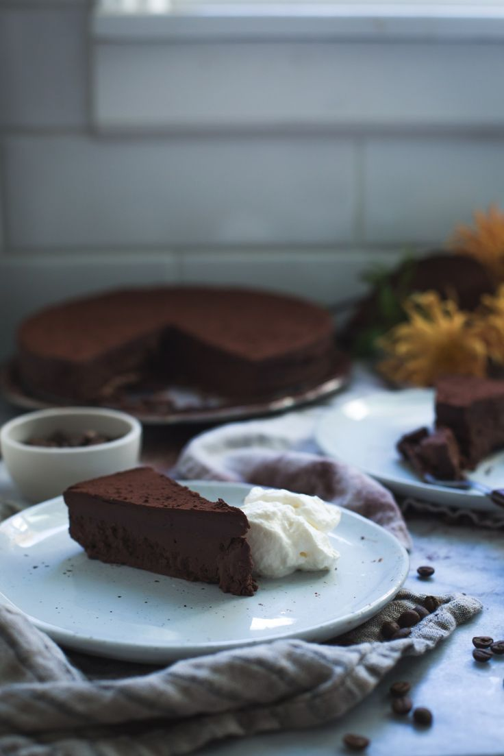 dark chocolate and bourbon cream fudge cake // ohhoneybakes.com