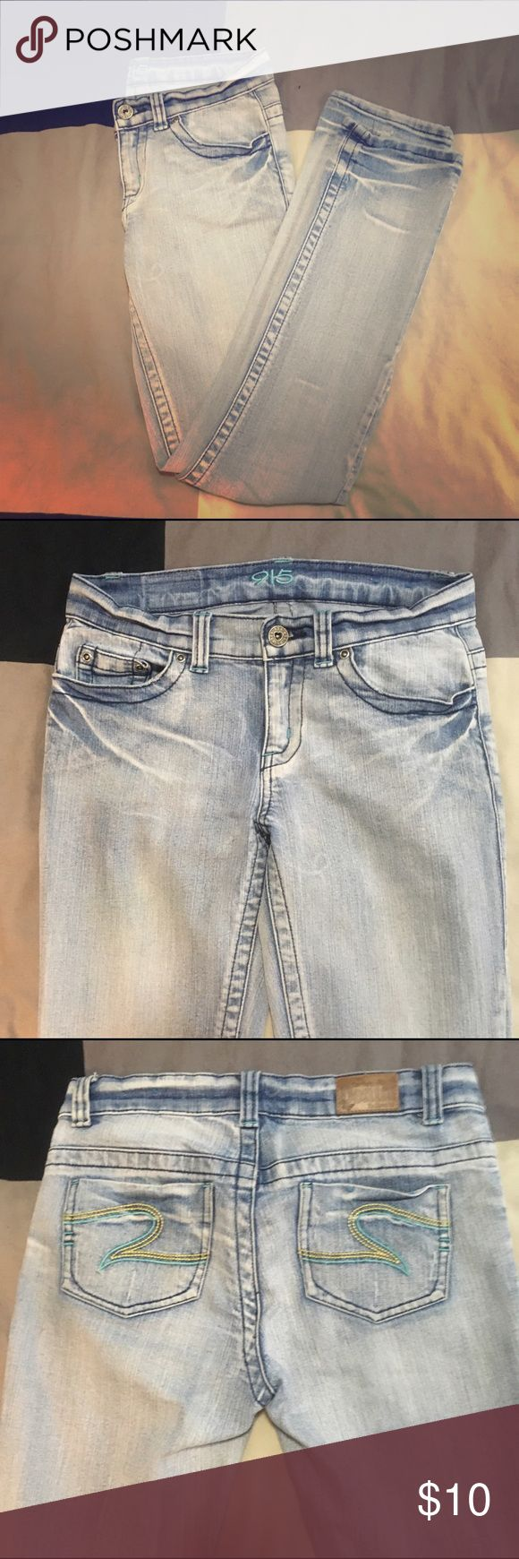 915 New Look light Blue Jeans Labelled as age 12 (152cm) but will fit women's petite size 0. Slight stretch to fabric. Pre loved, good condition jeans, just no longer fit me 😭💙 New Look Bottoms Jeans