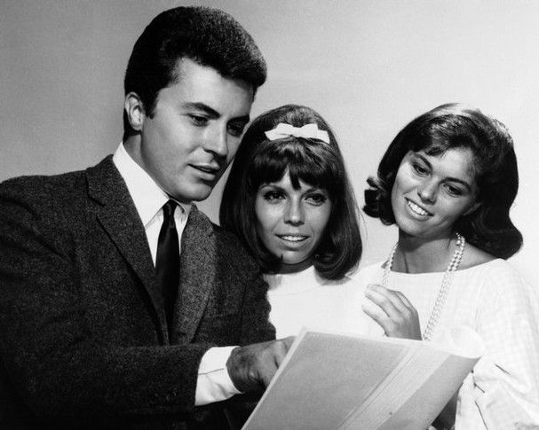 James Darren, with Nancy Sinatra (center) and Claudia Martin, 1963, during filming of For Those Who Think Young.