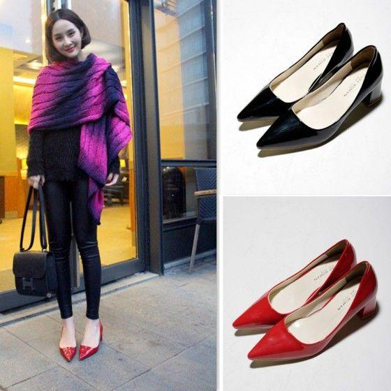 Обувь секси Мода Женщины Low Cut Vamp острым носом PU кожаные ботинки черные