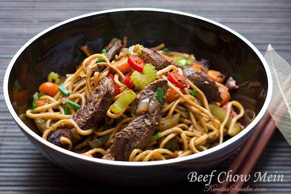 Makaron chiński chow mein z wołowiną
