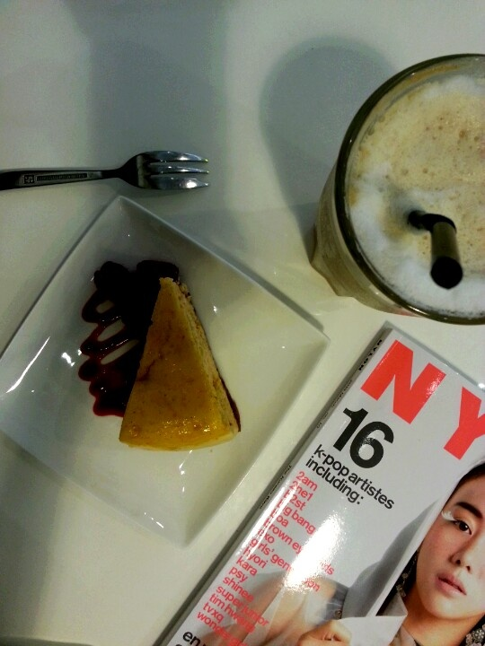 Ice cappuccino + cheese cake + magazine = drips cafe hour :-) #singapore #food