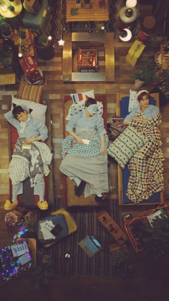 CBX livestream!!! I can't deal with Chen omg!! His slippers like omg stop being so precious  (they're all precious though ok!) I'm dead