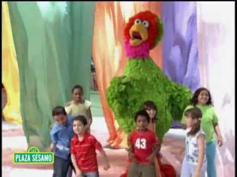 Plaza Sésamo: Canción: Colores - YouTube buen video para enseñar tolerancia/todos somos diferentes