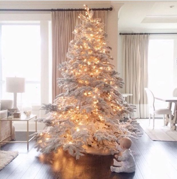 Depending on how you decorate it, the white Christmas tree can be modern, traditional, rustic, or zen, via @sarahsarna.