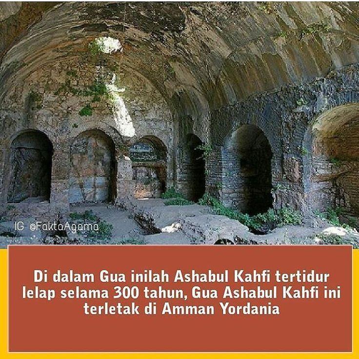 Ashabul Kahfi tertidur lelap di dalam gua selama 309 tahun hijriah atau 300 tahun Masehi. . Ini Adalah 5 Tanda Kekuasaan Allah kepada para Ashabul Kahfi : . 1. Letak Gua Memudahkan Kehidupan Mereka . Tanda kekuasaan Allah kepada Ashabul Kahfi yg pertama adalah letak gua yang memudahkan kehidupan mereka. Di dalam gua tersebut mereka terlindungi dari sengatan matahari di waktu pagi dan sore hari . 2. Ada Anjing yg Menemani dan Mendampingi Mereka . Ternyata Allah juga memberikan anjing untuk…