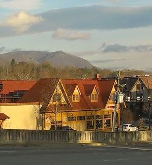 House Sitting Job in North Carolina – Part 2. We are in Asheville NC, read more here: .http://www.jagerfoods.com/travel/house-sitting-job-in-north-carolina-part-2/