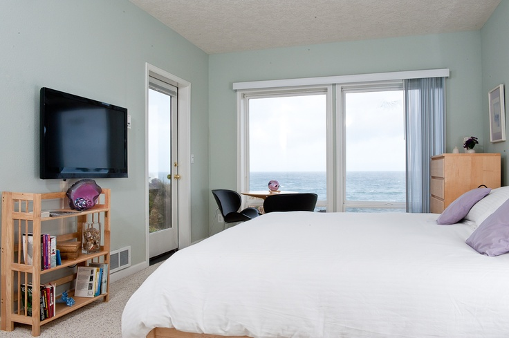 Oceanfront master bedroom village at north pointe sea for 9 bedroom vacation rentals