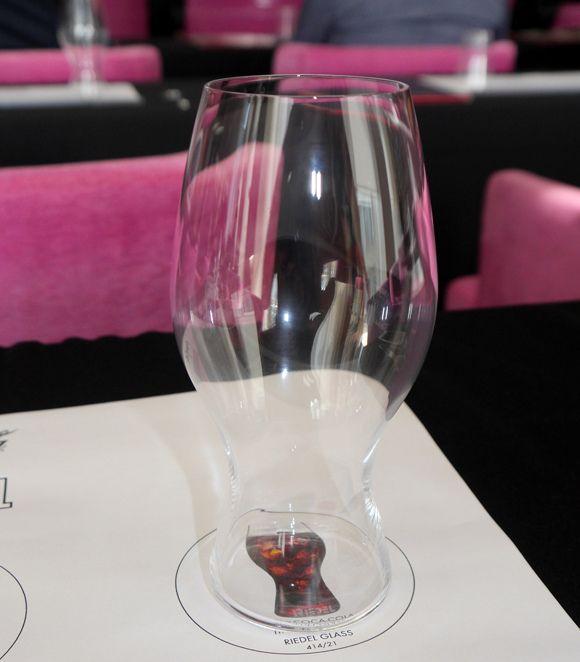 ワイングラスメーカー「リーデル」がコカ・コーラのポテンシャルを最大限に引き出す「究極のコカ・コーラグラス」を発売!
