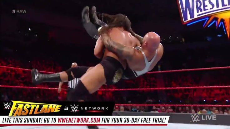 It was a battle of the big men on WWE Raw as Big Cass and Luke Gallows squared
