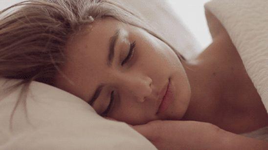 GIF chica durmiendo