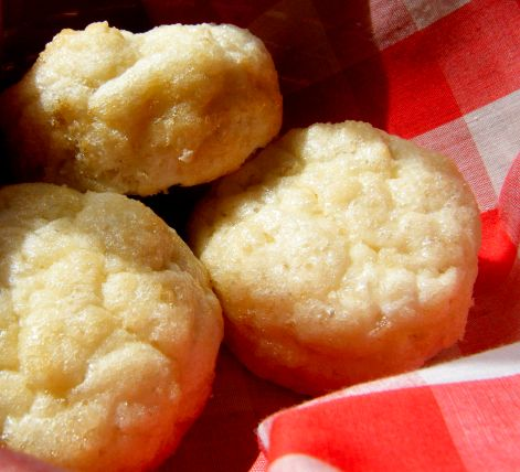 Super Simple Biscuits - Low Carb,  Using almond flour -   The technique for these biscuits is simple. All you need is a fork and couple of bowls. Follow these easy steps to biscuit perfection! 2.5 net carbs per biscuit / Low Carb Friends, Thread
