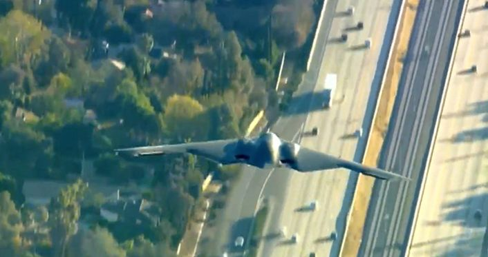 http://theaviationist.com/2016/01/02/b-2-air-to-air-footage-rose-bowl/