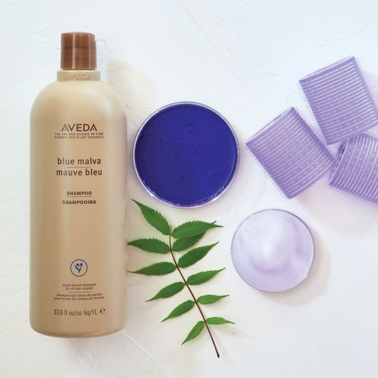 Blondes, add our purple shampoo Blue Malva to your hair care routine now! It cancels out brassy tones and enhances silver and grey shades. Plus, its aroma of ylang ylang, lemon, and eucalyptus is refreshing and addictive.