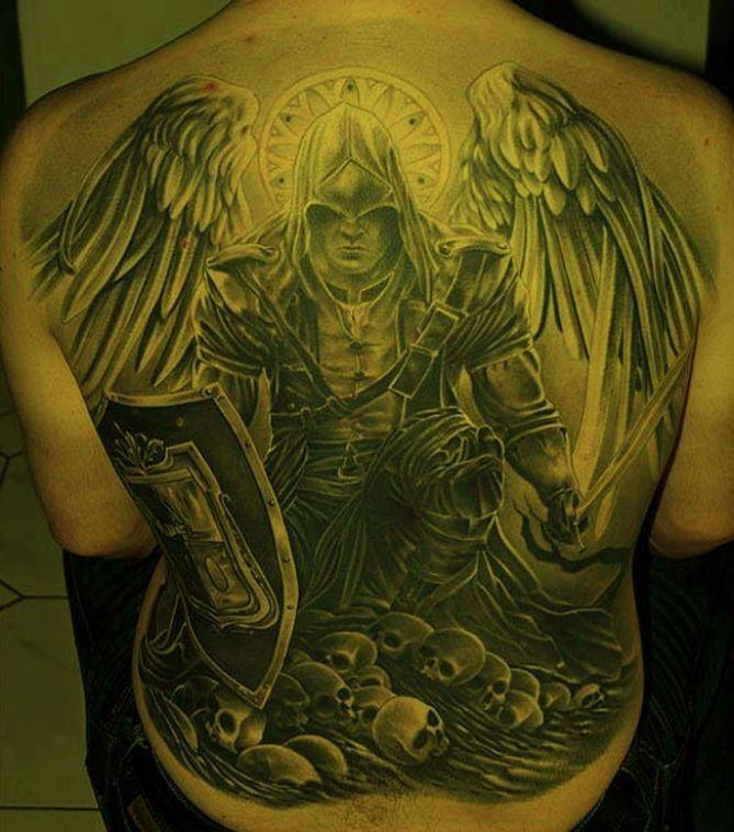 масштабные тату на спину фото рыцарь следовать, обучение будет