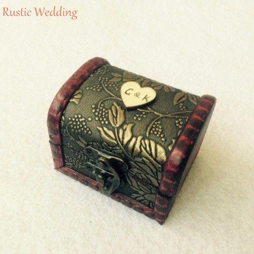 Кольцо предъявителя подушку с деревянными в форме сердца и кольца, Страна свадебные персонализированные деревянные кольцо с барлеп на память держатель купить на AliExpress