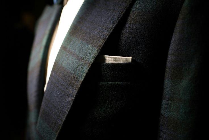 Artizan bespoke smoking jacket details #morethanasuit @artizanimage