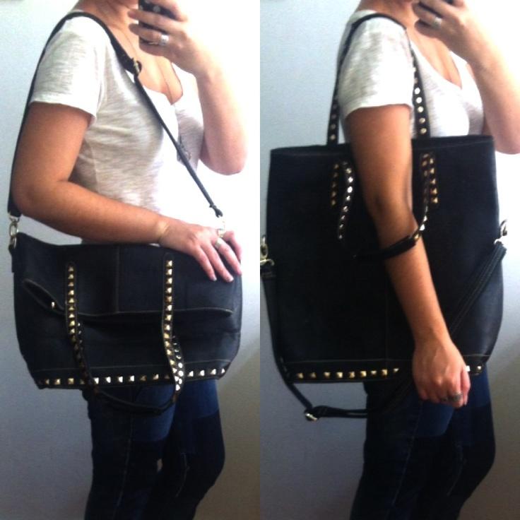 Bolsa sacola tipo shopping bag com tachas - couro fake  - 134 a prazo / 117 a vista