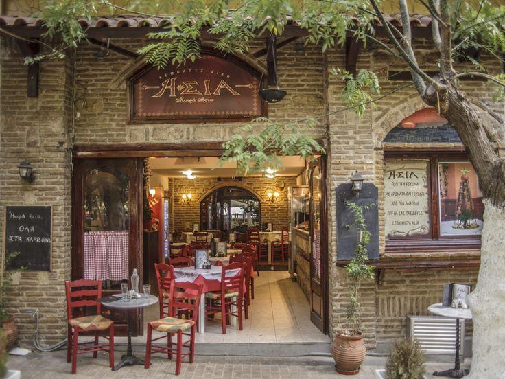 Τα παιδιά της Σινάν και του Τσιτσέκ ανέλαβαν τον νέο χώρο της Μικράς Ασίας συνεχίζοντας την οικογενειακή επιχείρηση που ξεκίνησε πριν 17 χρόνια, γεμίζοντας με αρώματα και γεύσεις της Ανατολής το Παγκράτι.