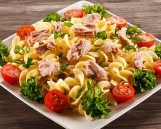 Salade de pâtes minceur toute simple au thon et à la crème framboisée : Savoureuse et équilibrée | Fourchette & Bikini