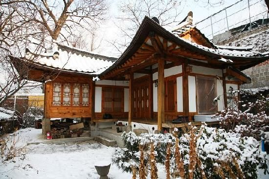 Traditional guesthouse in Seoul. Snow!