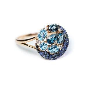 Sortija oro rosa 18 ktes con topacios azules London blue y diamantes.