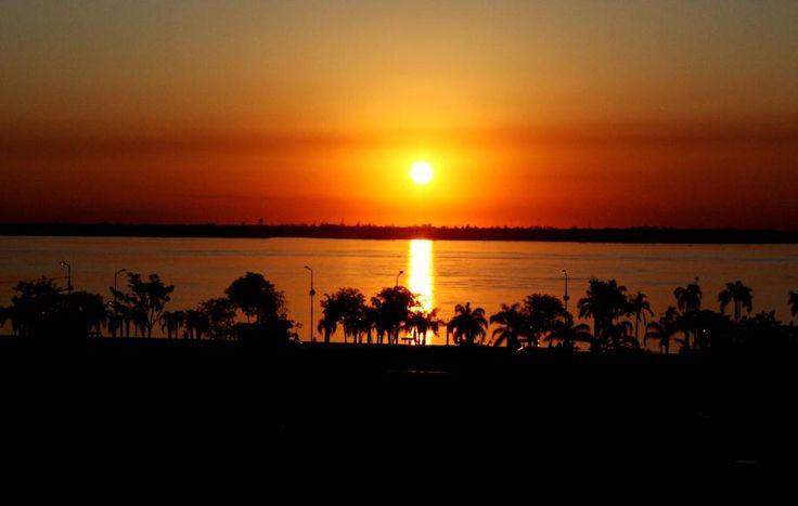 Atardecer en Corrientes Capital. Más info de viajes por Argentina en www.facebook.com/viajaportupais