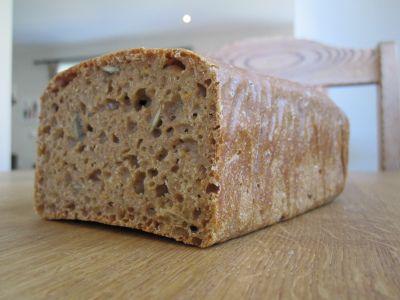 Da minstemann skulle introduseres for brød, leste jeg flere steder at surdeigsbrød er mildere for...
