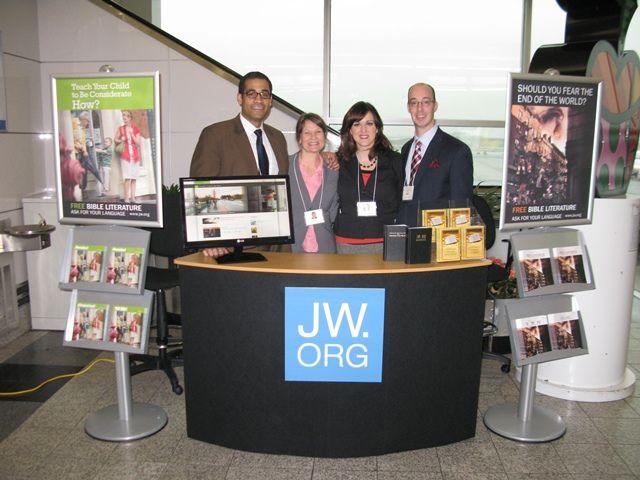 jehovahs witnesses tables | Les Témoins de Jéhovah condamnés par la Bible