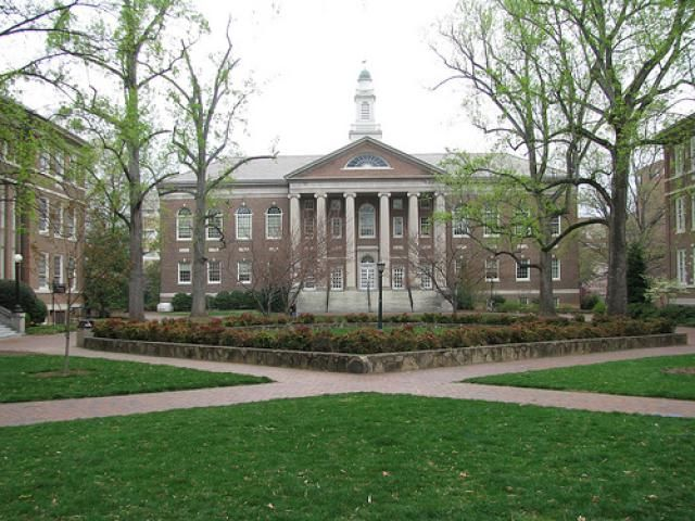 University of North Carolina Chapel Hill Admissions: average SAT and ACT scores, financial aid, acceptance rate, and other college admissions data.