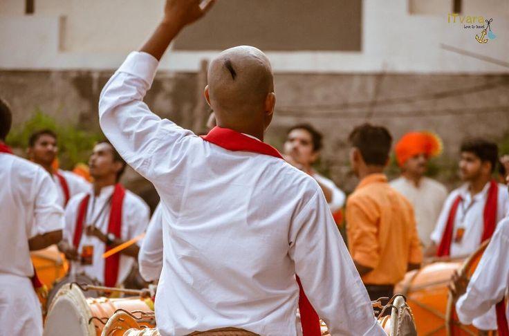 Maharashtra is in festive mode.enjoy spiritual colours of the brave maratha's. #maharastra #ganpati #ganpatibappa #ganesha #lord #music #prayers #blessed #spiritual #temple #itvara #instatraveling #photography #bappamorya #marathimulga #marathimulgi #marathi #itvara_love2travel #itvara #click