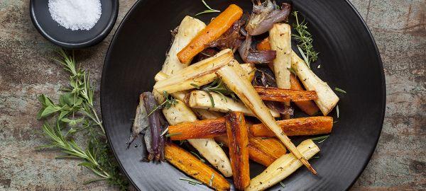 Esta receta de tubérculos asados es ideal como guarnición de carnes o como comida completa para veganos y vegetarianos. Es un plato muy... @demoslavueltaaldia
