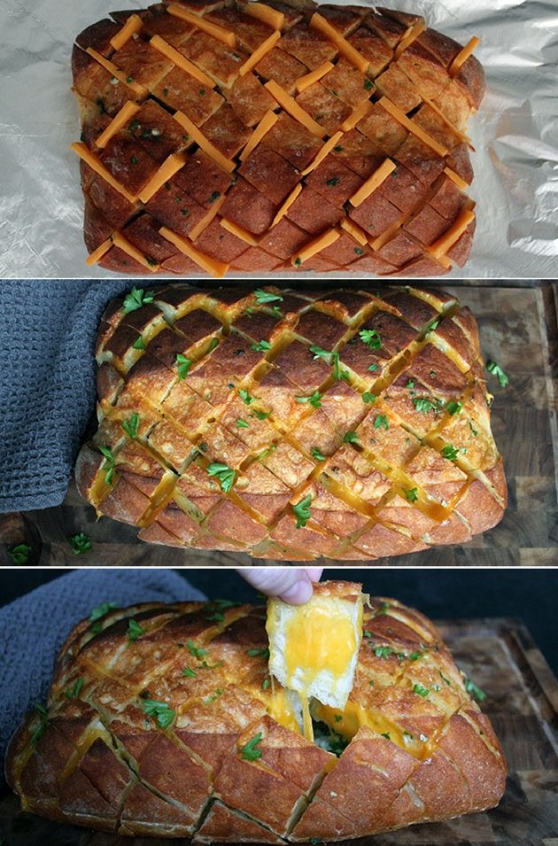 Sindssygt lækkert hvidløgsbrød med smør og masser af smeltet ost.