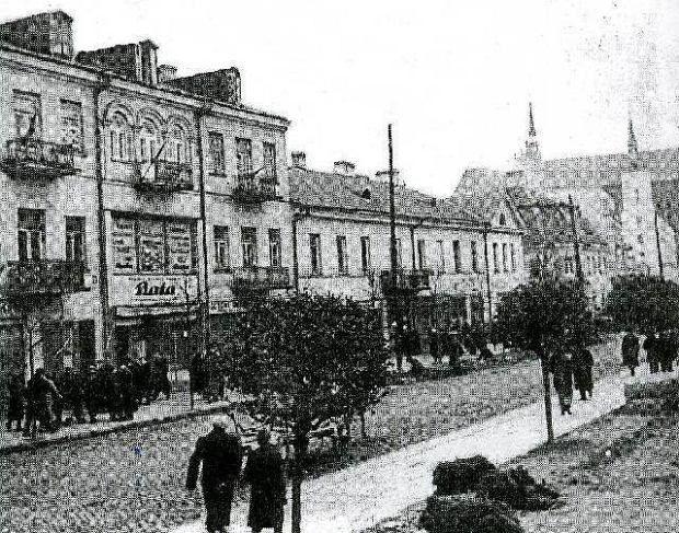 Mija kolejna rocznica agresji sowieckiej w 1939 r. Białystok na prawie dwa lata stał się częścią Związku Sowieckiego, gdzie był ważnym ośrodkiem administracyjnym i gospodarczym. Zobacz jak zmieniło się miasto<br /><a href='http://bialystok.gazeta.pl/bialystok/1,35235,10297277,W_sobote_w__Gazecie____niezwykly_plan_miasta_z_1939.html'>Spacer po okupowanym Białymstoku<br /></a>