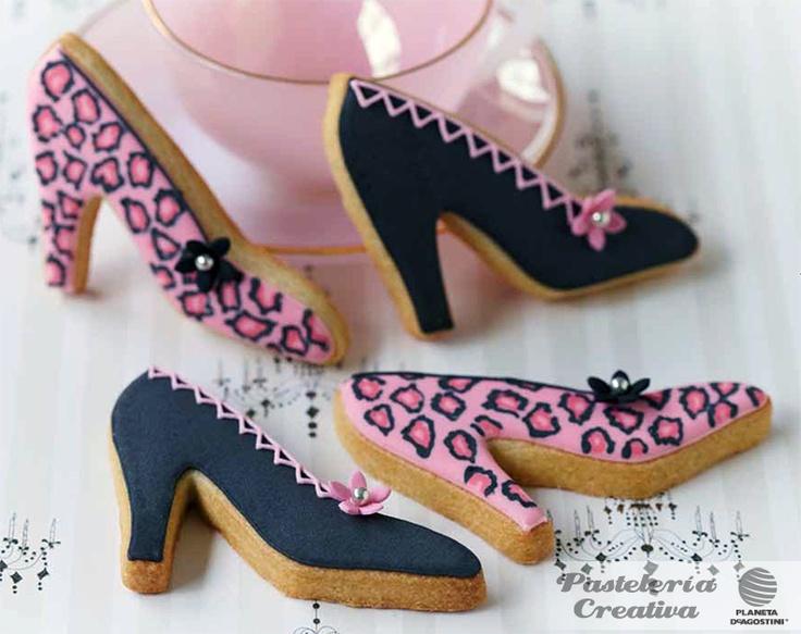 Fascículo 35 de Pastelería Creativa.     Galletas con forma de zapato.